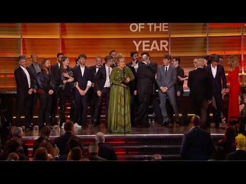 Adele arrasó en los Grammy con cinco premios, uno al mejor álbum del año