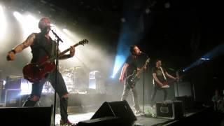 Les Fatals Picards: 30 millions de punks (punkachien) (2013-05-24, L