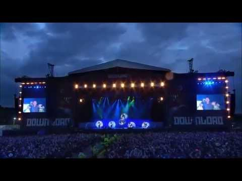Iron Maiden 2013 Bruce plays with Fire! Scream for me! Phantom of the Opera