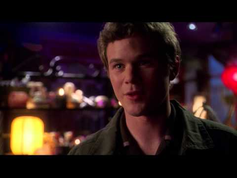 Simone Bailly and Aaron Ashmore in SMALLVILLE