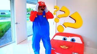 سينيا وغرفته الجديدة مع السيارات