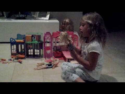 Betta e le sue bambole.