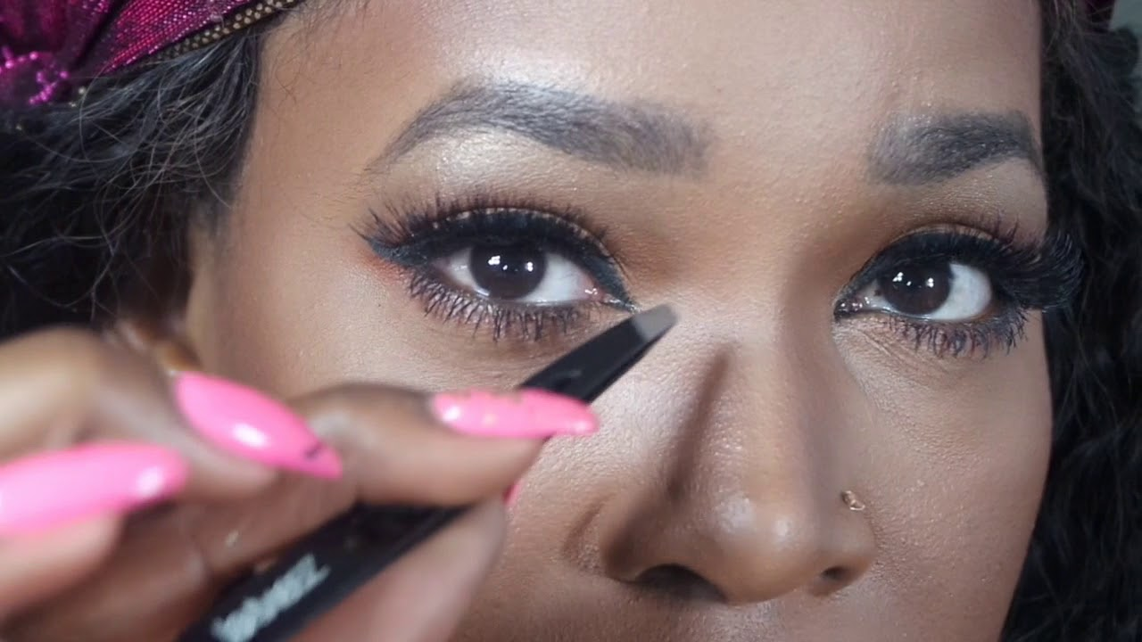 How To Apply False Lashes For Beginners - YouTube