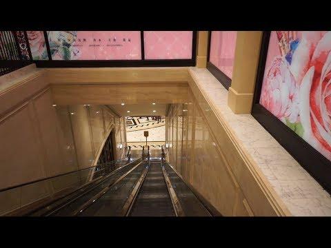 Walking around @ The Parisian Macao, 2X elevator, 1X escalator