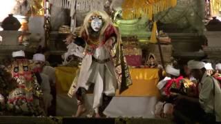 深夜の奉納トペン/グヌン・ルバ寺院(バリ島・2014年)