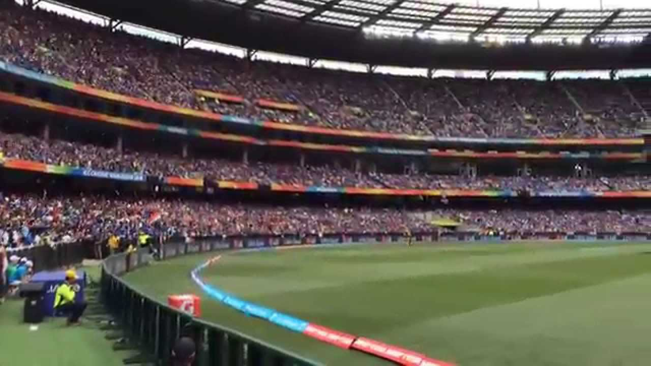 Crowd Wave at Melbourne Cricket Ground - India vs South ...