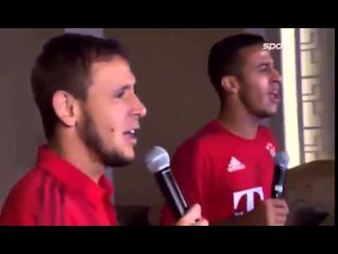 Rafinha and Thiago Alcantara Sing Sandstorm karaoke