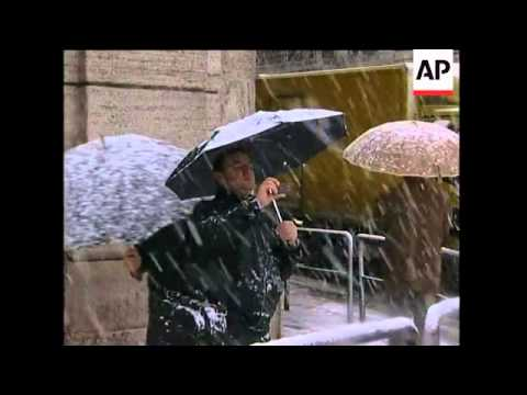 Snow in Piazza Venezia, Coliseum as Rome gets unusual snowfall