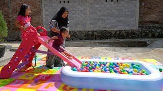 Baru KOLAM RENANG PEROSOTAN KEYSHA Mandi Bola Warna Warni Belajar Warna The Finger Family Balloons