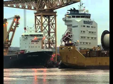 Biglift Vessel Transporter arrives on the River Tyne 15th November 2012