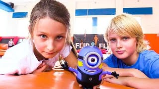 Активный Отдых: Прыжки на БАТУТЕ! Злой Миньон vs Капитан Америка! Видео про игрушки. Игры для детей(, 2016-08-26T11:22:13.000Z)