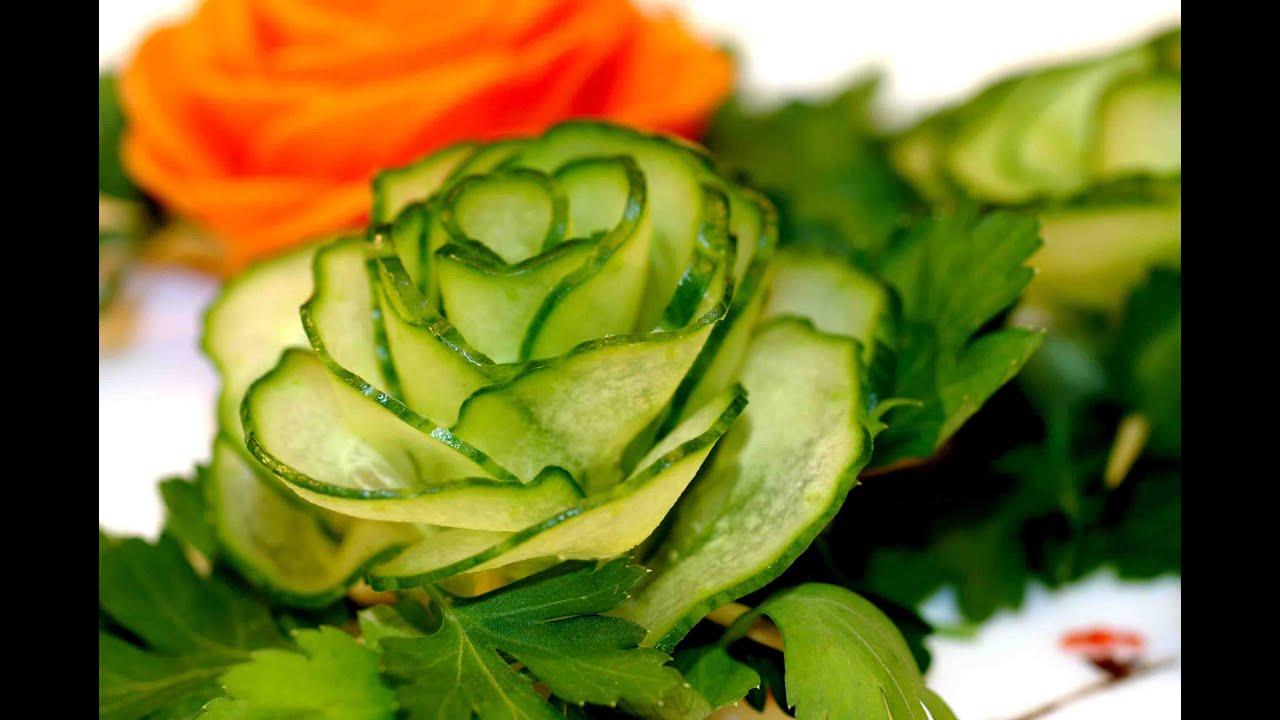 Украшение для салатов. Роза из огурца. Украшение из овощей.