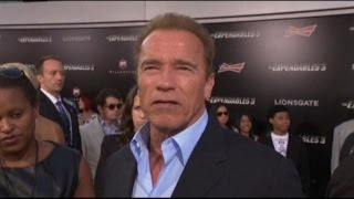 Robin Williams Remembered by Schwarzenegger, Gibson