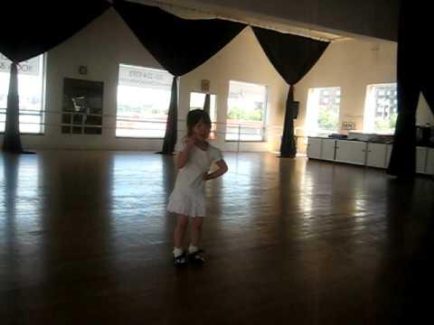 "Lindsay dancing to ""GEE"""