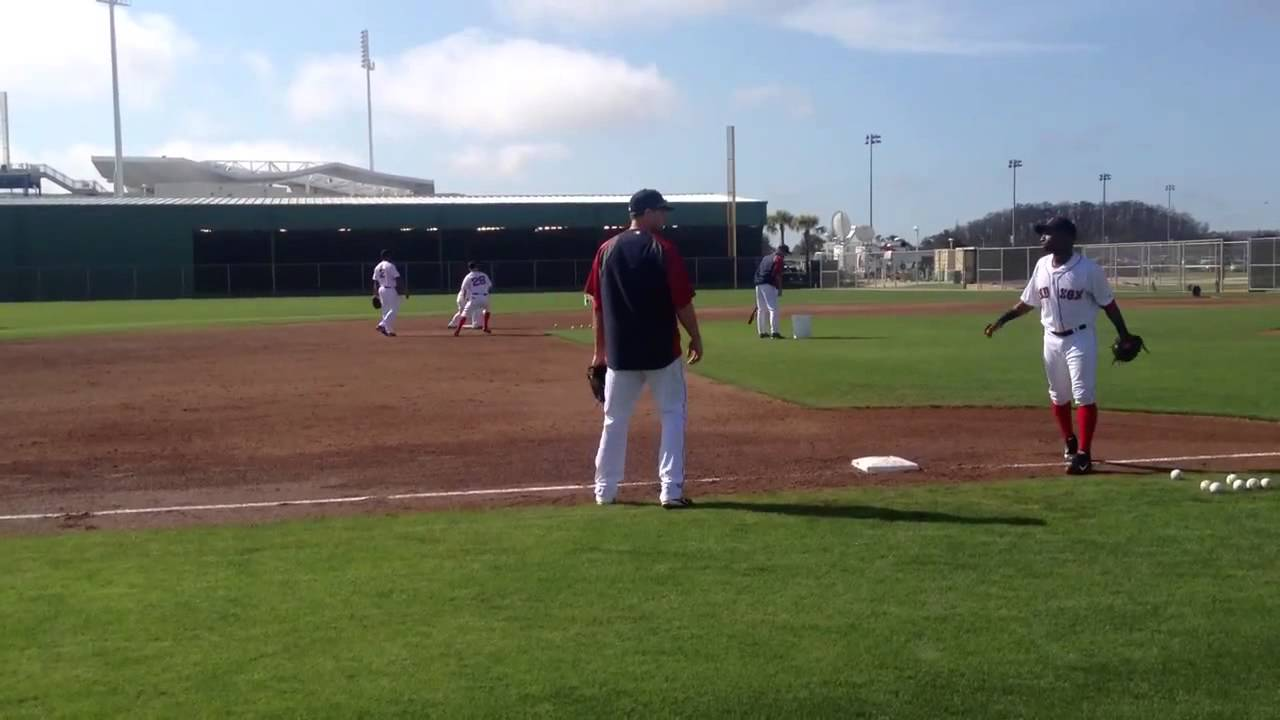 Will Middlebrooks, Dustin Pedroia work rundown and infield drills