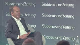 IOTA - Dominik Schiener beim Süddeutsche Zeitung Wirtschaftsgipfel 2018 (Reupload Synchron)