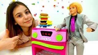 Готовим бургер Плей До для Кена от подружки Вики