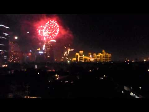 Crazy fireworks at 2013-2014 New Year's Eve, Makati City, Philippines...