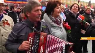 Сталин, георгиевские ленты и баяны - Москва отметила 1 мая