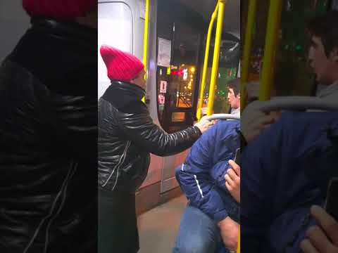 Неадекватная пассажирка против кондуктора
