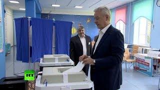 Смотреть видео Собянин проголосовал на выборах мэра Москвы онлайн