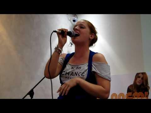 Noemi canta Briciole Mondadori Roma 02/10/09
