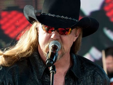 "Trace Adkins performs ""Cowboy's Back in Town"""