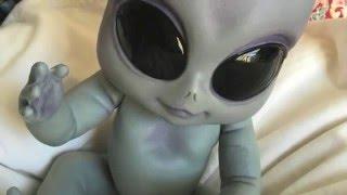 The mothership has landed! (Ashton Drake 'Greyson' Alien Baby Doll Box Opening!)