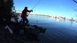 Рыбалка на камнях Ловля леща на фидер Левый берег Днепра