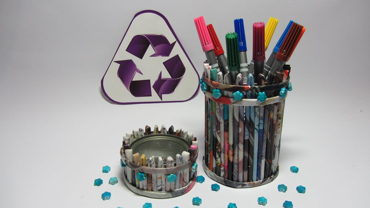C mo hacer un porta l pices con revistas pencil holder for Lapiceros reciclados manualidades