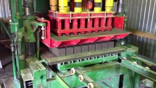 Производство брусчатки Вибропресс 1001 Бордюр(Полу-автоматизированная линия UF-051 вибропресс., 2014-04-24T21:40:39.000Z)