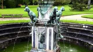 Video Statues of Dogs taking a leak into a fountain. Gardens of the Château de Fontainebleau. download MP3, 3GP, MP4, WEBM, AVI, FLV April 2018