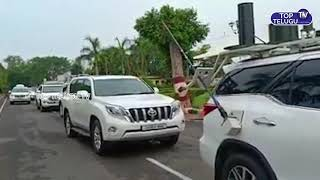 Gambar cover CM KCR Convoy on The Way to Indira Gandhi Stadium Vijayawada | YS Jagan Pramana Swikaram