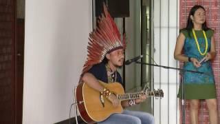 Apresentação Musical de abertura X Simpósio Linguagem e Identidades... por Mapu Huni Kuin