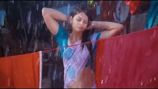 Hottest South Indian Actress Wet Hips Saree in Rain