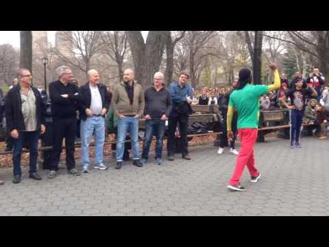 Уличные танцоры-комики, прыжок веры подготовка 3, Нью-Йорк