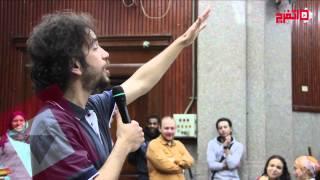 اتفرج   «ستاند أب» كوميدي لعلي قنديل على مسرح «آداب القاهرة»