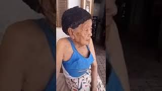 Nenek ini menyanyikan lagu indonesia raya dengan berbeda