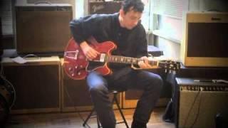 Eric Daw Demos a 1965 Gibson ES-335 at Emerald City Guitars