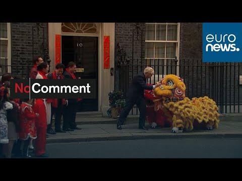 شاهد: بوريس جونسون يستقبل تنينين صينيين في مكتبه بداونينغ ستريت…  - نشر قبل 11 ساعة
