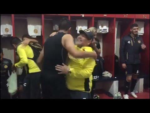 Maradona dança nos balneários