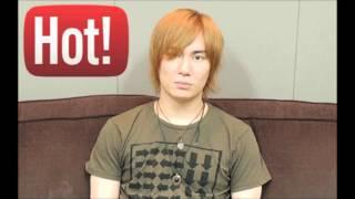 声優の鈴木達央さんとグラドルの秋山莉奈さんのトークです。 12回とか...