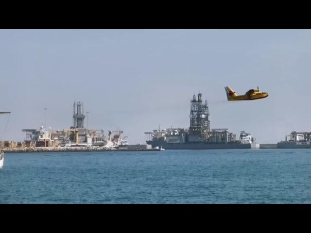 Puerto de Las Palmas   Hidroaviones cargando agua
