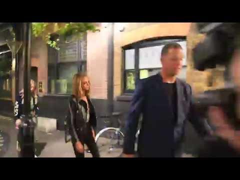 La Actriz Amber Heard Y La Modelo Cara Delevingne De Fiesta Nocturna En Londres