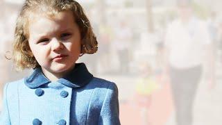 Gabriella von Monaco - Hand in Hand mit Papa Albert: Die kleine Prinzessin flaniert am Pier