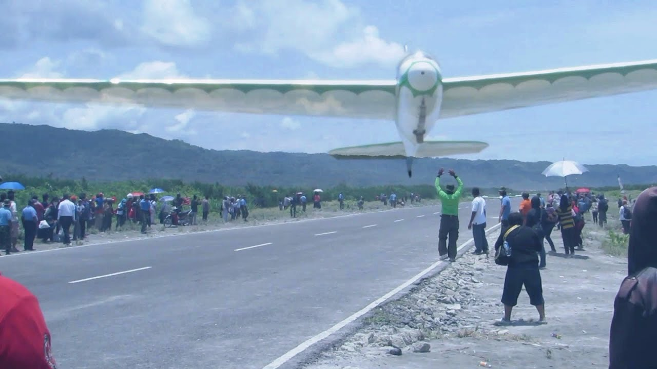 Atraksi Pesawat Tanpa Mesin Pesawat Glider Di Jogja Air Show