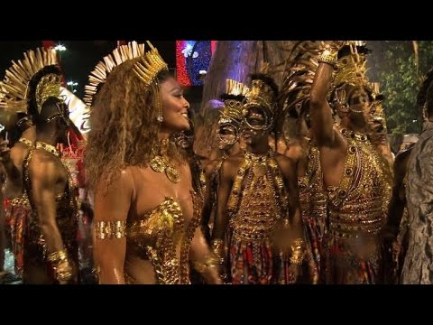 Rain fails to dampen Rio carnival atmosphere