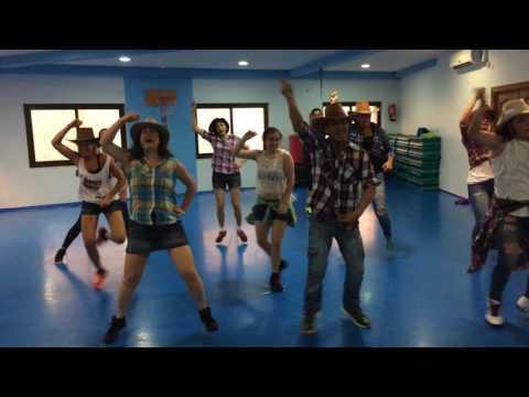 "Alvaro Soler ""SOFIA""- Zumba con Jose en Holiday Fitness Gym"