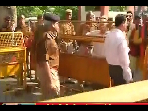Yogi Adityanath meets UP DGP and Principal Home Secretary