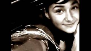 Hallelujah-Alexandra burke lyrics (cover)